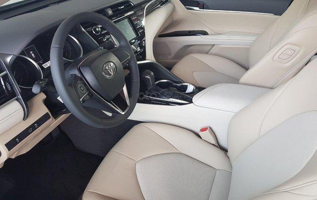 Toyota Camry 2021 nhập giảm giá cực khủng, chỉ cần 300tr nhận ngay xế sang8