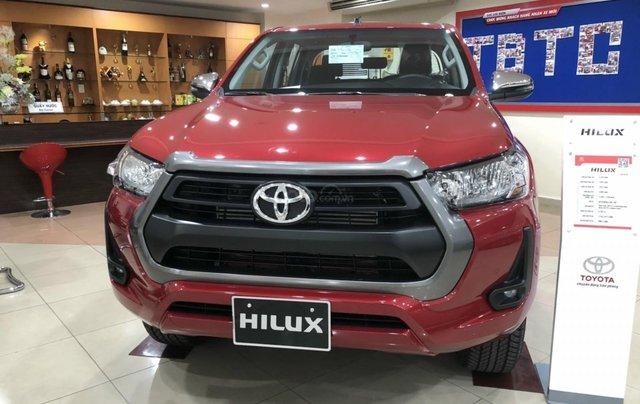 Toyota Hilux 2.4 AT 4X2, bán tải 1 cầu - giao ngay - đủ màu0
