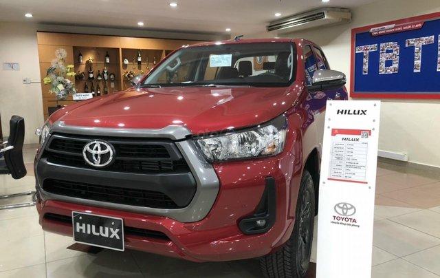 Toyota Hilux 2.4 AT 4X2, bán tải 1 cầu - giao ngay - đủ màu1