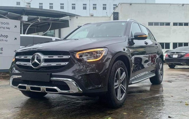 Mercedes-Benz GLC 200 - hỗ trợ lãi suất chỉ 0.66%, xe chính hãng giao trong tháng 1, thủ tục nhanh chóng0