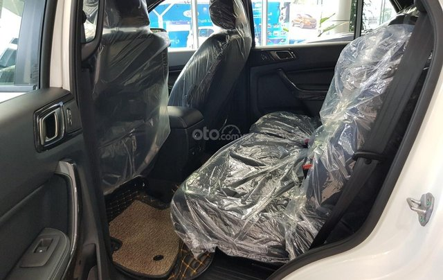 Ford Everest Titanium 2021 giá ưu đãi, tặng phụ kiện chính hãng, có xe giao ngay3