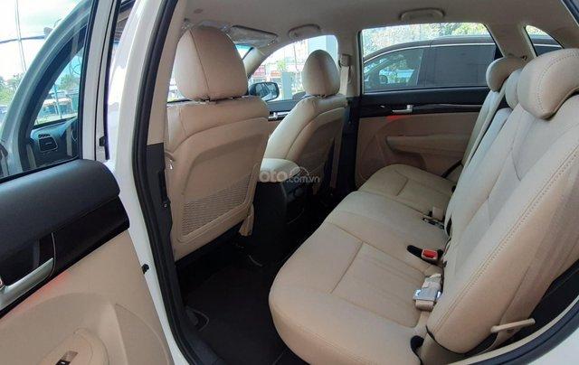 Kia Sorento 2.2 DAT Premium trắng, có xe giao trong tháng 1, tặng BHVC5