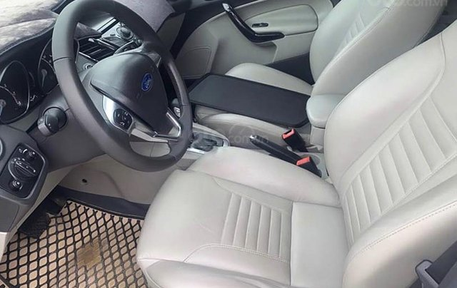 Bán xe Ford Fiesta năm 2016, màu trắng còn mới1