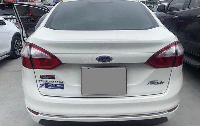 Bán xe Ford Fiesta năm 2016, màu trắng còn mới3