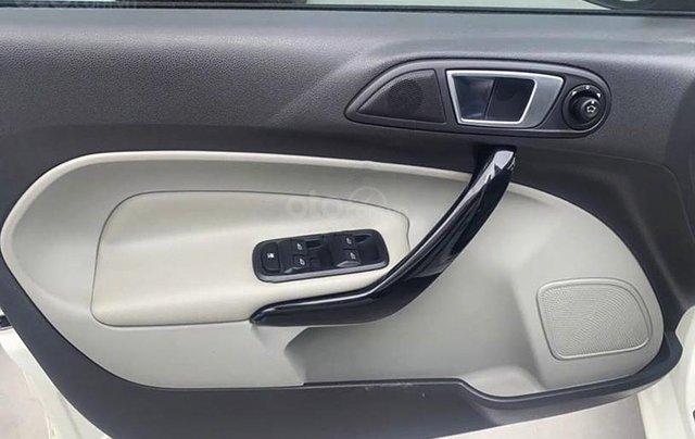 Bán xe Ford Fiesta năm 2016, màu trắng còn mới4