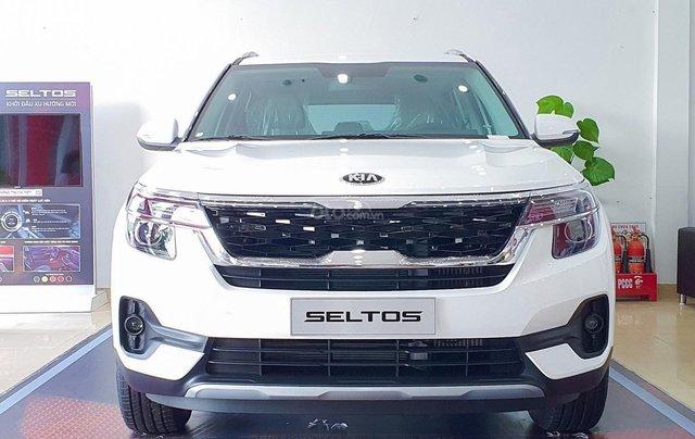 Kia Seltos 2021 Luxury màu trắng - Hỗ trợ trả góp - Ưu đãi quà tặng kèm theo - Xe đủ màu giao ngay0