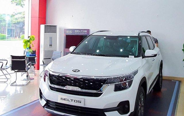 Kia Seltos 2021 Luxury màu trắng - Hỗ trợ trả góp - Ưu đãi quà tặng kèm theo - Xe đủ màu giao ngay1