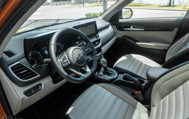 Kia Seltos 2021 Luxury màu trắng - Hỗ trợ trả góp - Ưu đãi quà tặng kèm theo - Xe đủ màu giao ngay3