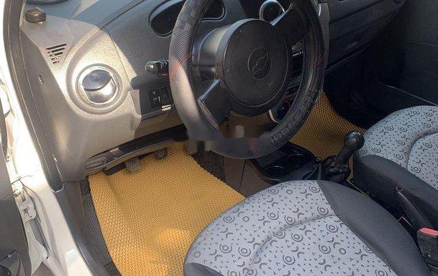 Xe Chevrolet Spark năm sản xuất 2010, màu trắng 2