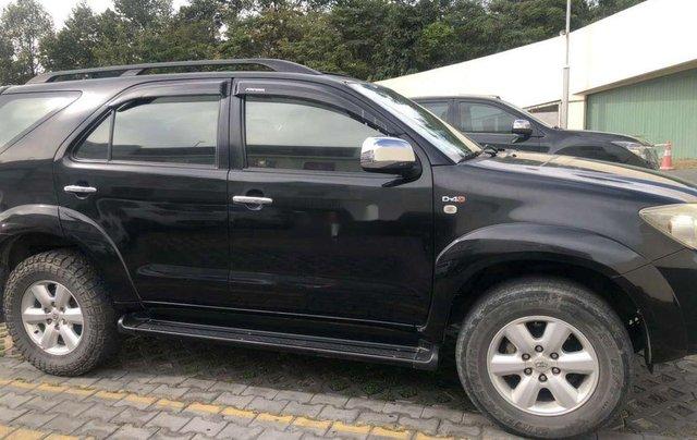 Cần bán xe Toyota Fortuner đời 2012, màu đen còn mới0