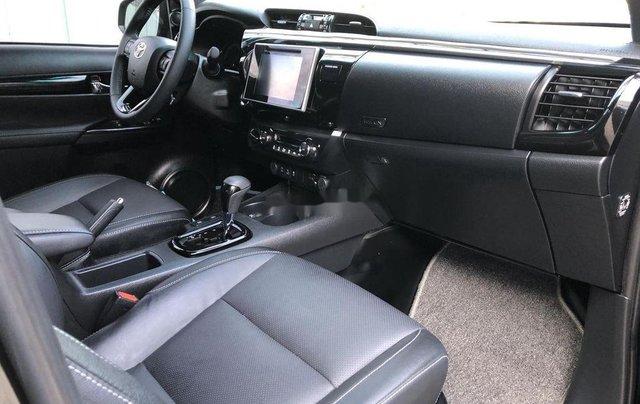 Bán Toyota Hilux 2.8AT năm sản xuất 2020, giá 870tr10