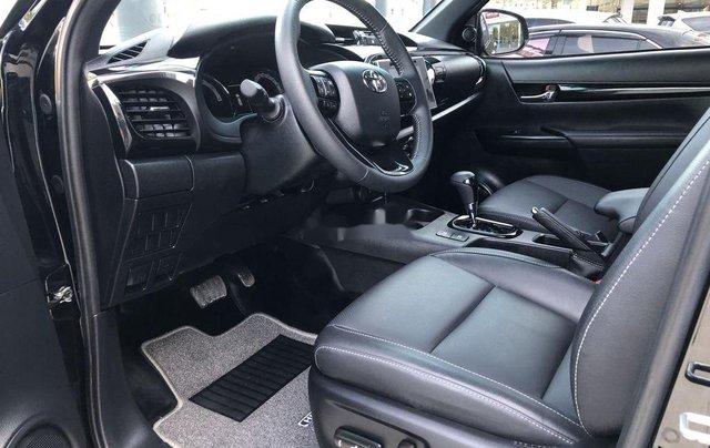 Bán Toyota Hilux 2.8AT năm sản xuất 2020, giá 870tr4