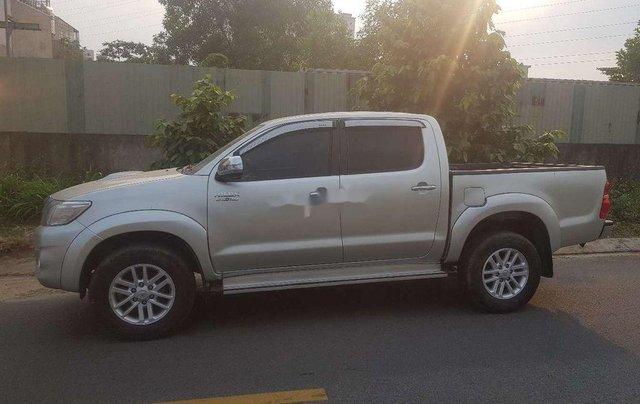 Xe Toyota Hilux sản xuất 2014, nhập khẩu còn mới7