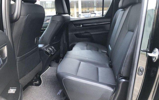 Bán Toyota Hilux 2.8AT năm sản xuất 2020, giá 870tr5