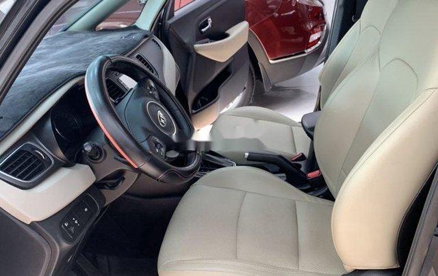 Cần bán gấp Kia Rondo năm sản xuất 2017, xe còn mới2