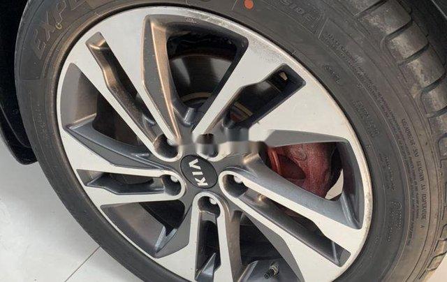 Cần bán gấp Kia Rondo năm sản xuất 2017, xe còn mới8