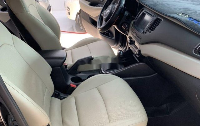 Cần bán gấp Kia Rondo năm sản xuất 2017, xe còn mới5