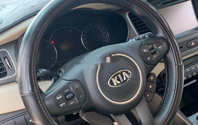 Cần bán gấp Kia Rondo năm sản xuất 2017, xe còn mới1