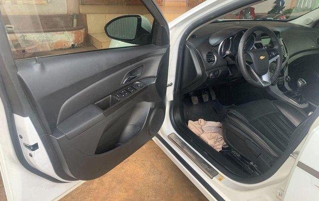 Cần bán lại xe Chevrolet Cruze năm 2017, màu trắng, 335tr10