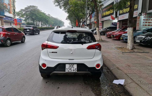 Xe Hyundai i20 Active sản xuất 2016, màu trắng, xe nhập3