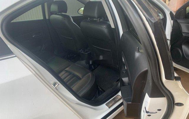 Cần bán lại xe Chevrolet Cruze năm 2017, màu trắng, 335tr8