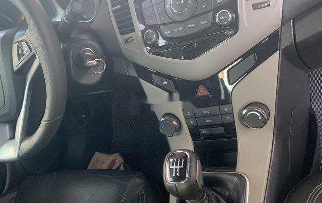 Cần bán lại xe Chevrolet Cruze năm 2017, màu trắng, 335tr7