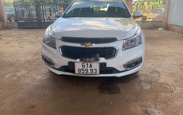 Cần bán lại xe Chevrolet Cruze năm 2017, màu trắng, 335tr0