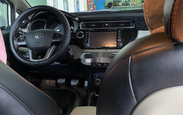 Cần bán gấp Kia Rio năm sản xuất 2016, xe chính chủ giá mềm8