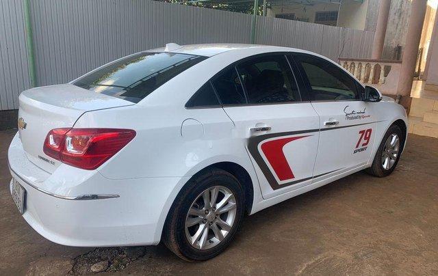Cần bán lại xe Chevrolet Cruze năm 2017, màu trắng, 335tr4