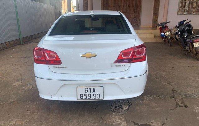 Cần bán lại xe Chevrolet Cruze năm 2017, màu trắng, 335tr2