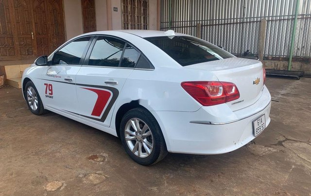 Cần bán lại xe Chevrolet Cruze năm 2017, màu trắng, 335tr3