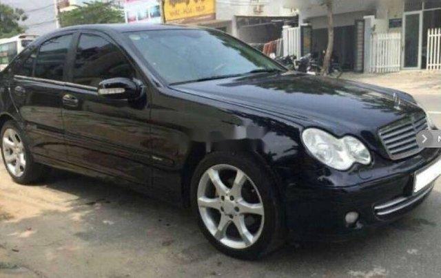Xe Mercedes C200 sản xuất năm 2005, màu đen, xe nhập3