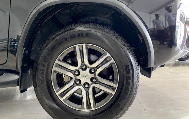 Bán xe Toyota Fortuner màu đen, máy dầu, siêu đẹp, trả góp chỉ 346 triệu12