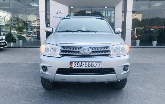 Toyota Fortuner V 2.7 4x4 2 cầu model 2012 màu bạc0