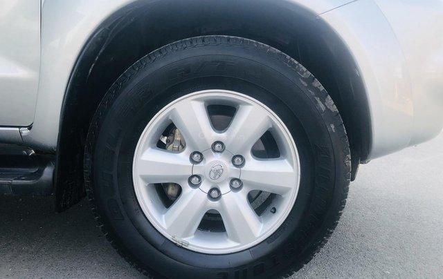 Toyota Fortuner V 2.7 4x4 2 cầu model 2012 màu bạc3