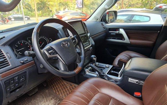 Bán Toyota Land Cruiser VXR 5.7L, sản xuất 2019, màu đen, xe Trung Đông, xe cũ10
