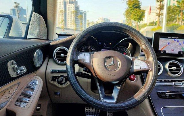 Xe Mercedes GLC 300 năm sản xuất 2017, xe chính chủ giá thấp4