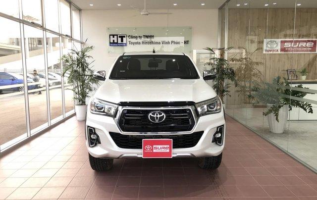 Cần bán xe Toyota Hilux AT 2019 màu trắng, biển Hà Nội, xe gia đình, xe mới chạy hơn 43.000 km - xe cũ chính hãng giá tốt0