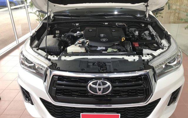 Cần bán xe Toyota Hilux AT 2019 màu trắng, biển Hà Nội, xe gia đình, xe mới chạy hơn 43.000 km - xe cũ chính hãng giá tốt6