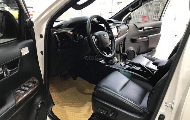 Cần bán xe Toyota Hilux AT 2019 màu trắng, biển Hà Nội, xe gia đình, xe mới chạy hơn 43.000 km - xe cũ chính hãng giá tốt3