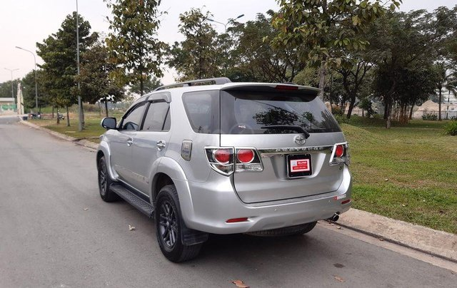 Xe Toyota Fortuner sản xuất 2016, màu bạc số sàn0