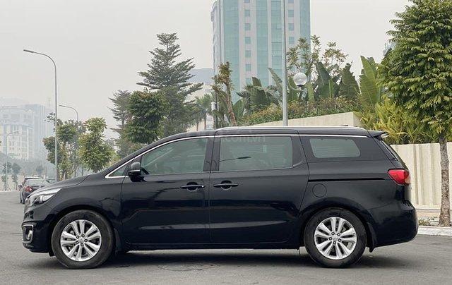 Cần bán Kia Sedona năm sản xuất 2016, màu đen còn mới1