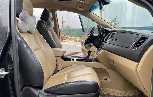 Cần bán Kia Sedona năm sản xuất 2016, màu đen còn mới3