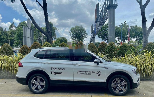 Cần bán xe Volkswagen Tiguan Luxury sản xuất năm 2019, nhập khẩu nguyên chiếc1