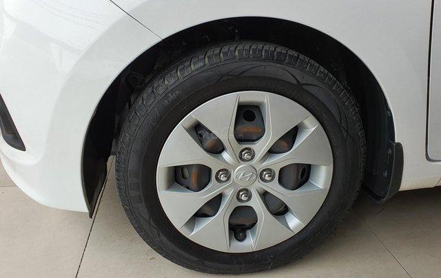 Bán xe Hyundai i10 năm 2016, nhập Ấn Độ, màu trắng, số sàn, lăn bánh 68000km, xe đẹp, bao test hãng11