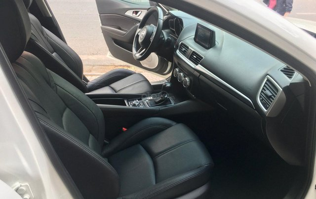 Bán nhanh chiếc Mazda 3 hatchback đời 2019 màu trắng6