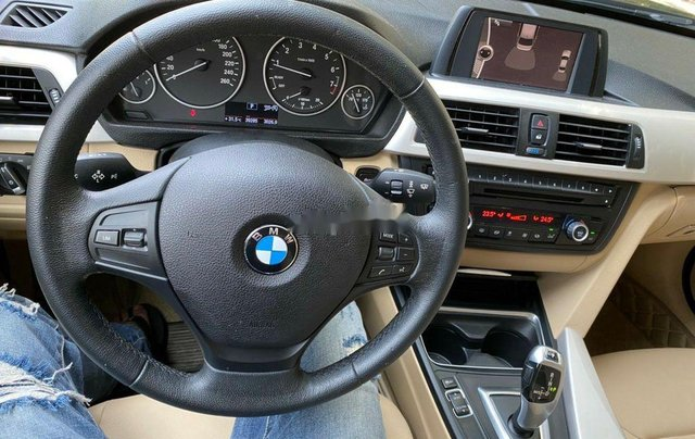 Cần bán lại xe BMW 3 Series 320i năm sản xuất 2014, nhập khẩu nguyên chiếc4