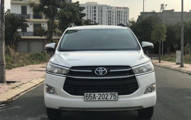 Cần bán Toyota Innova sản xuất năm 2019, màu trắng, số sàn0