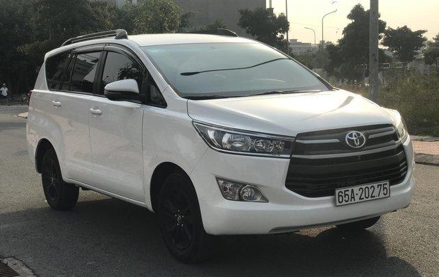 Cần bán Toyota Innova sản xuất năm 2019, màu trắng, số sàn1