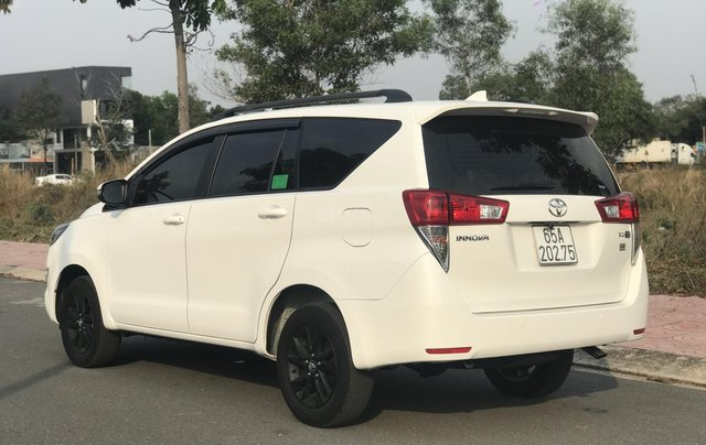 Cần bán Toyota Innova sản xuất năm 2019, màu trắng, số sàn3